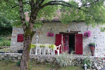 Maison de pierre  au pied de Loubressac - House