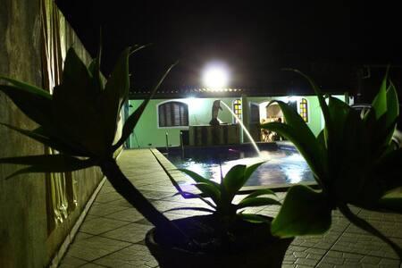 Edicula com piscina em Boraceia