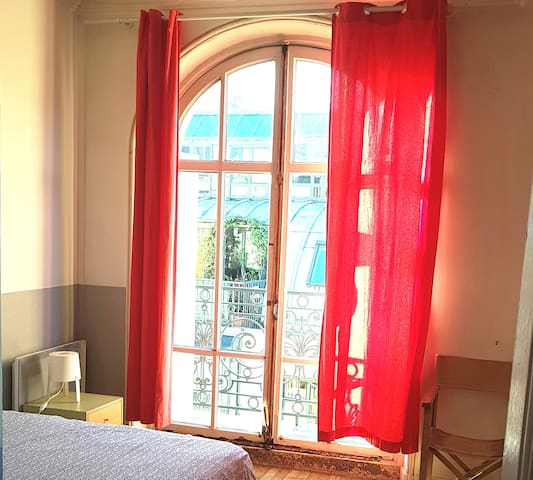 3 BEDROOMS 3 BALCONIES PARIS CENTRAL