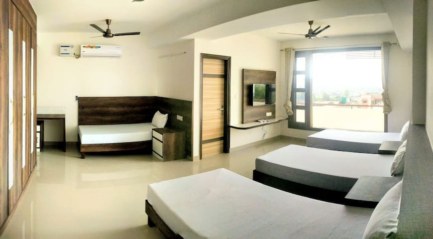 4 Bedded Room | Cozy Stay | Breakfast