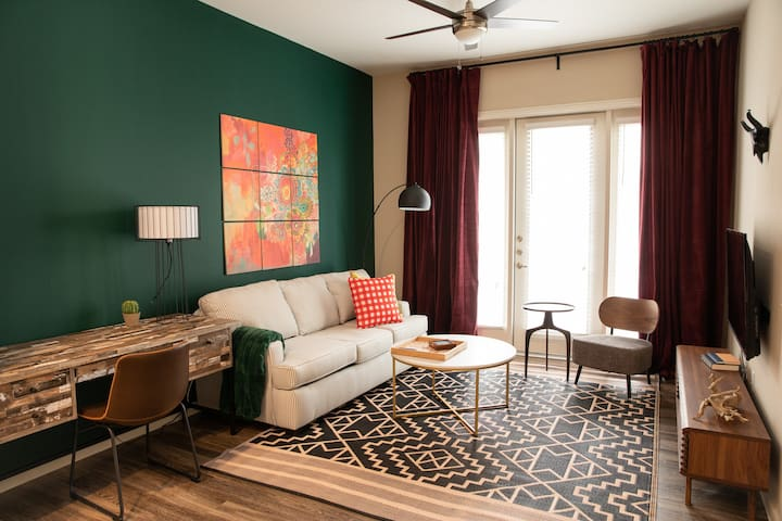 Chic 1BR near Barton Creek #2634 by WanderJaunt
