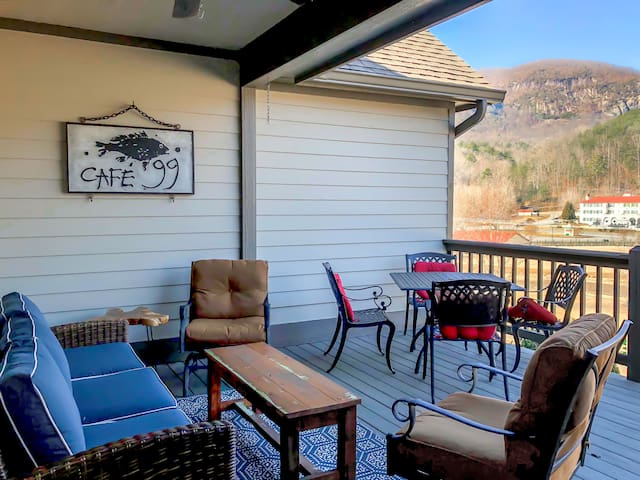 Walk to Downtown-Mr. Lake Lure Vacation Rentals