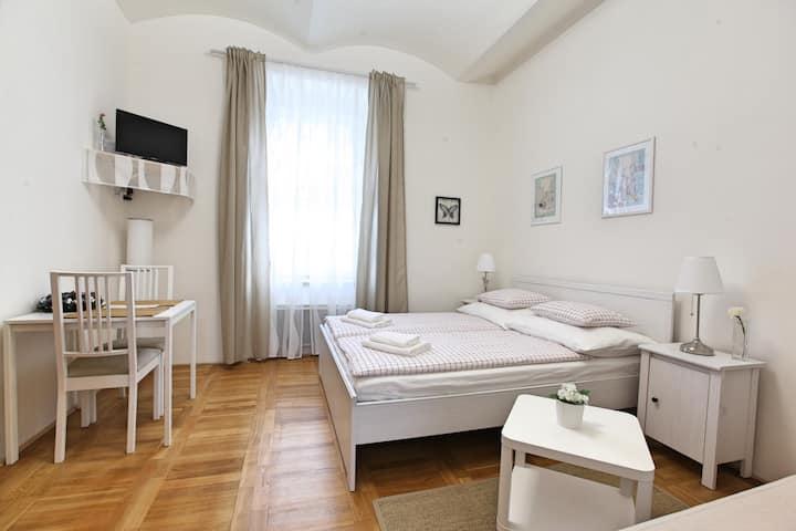 Comfortable 1Bedroom Apartment Prg 5, Subway Anděl