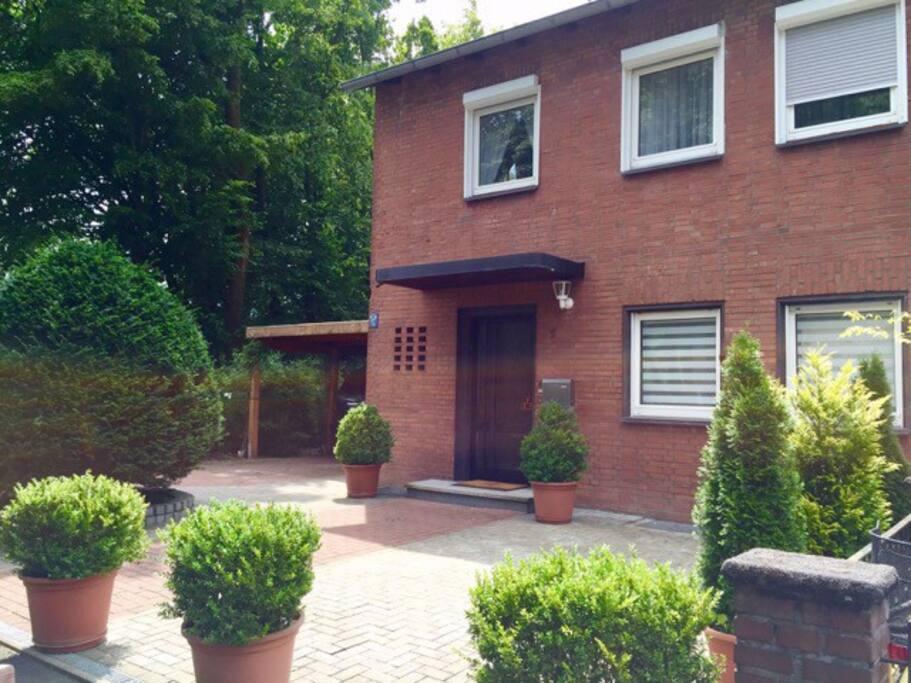 Entire home with driveway / Reihenhaus mit Auffahrt