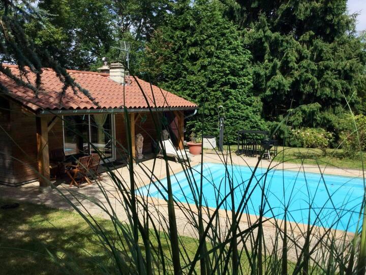 Logement au bord de la piscine à 25 min de Lyon