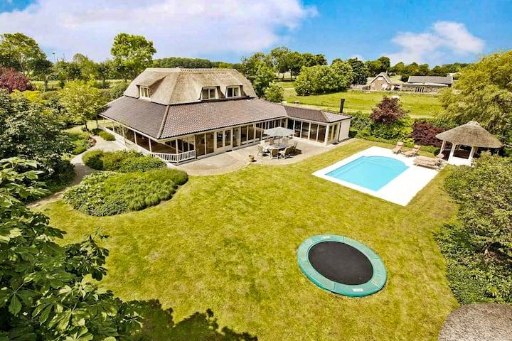 Landelijk gezinsvilla met verwarmd zwembad