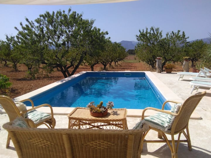 Ca´n Brusquer: una bella casa rural  con piscina.