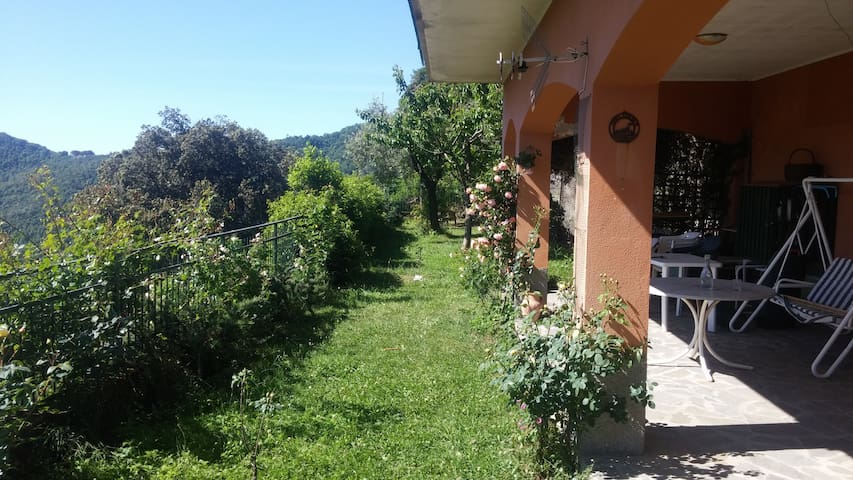 APARTMENT WITH GARDEN AND NICE VIEW ON THE SEA - Crocetta - Apartmen