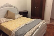 Nice room 5 minutes drive from the Airport