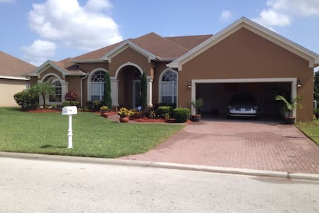 Large Open 3 bedroom/3 bath Home in Lakeland - House