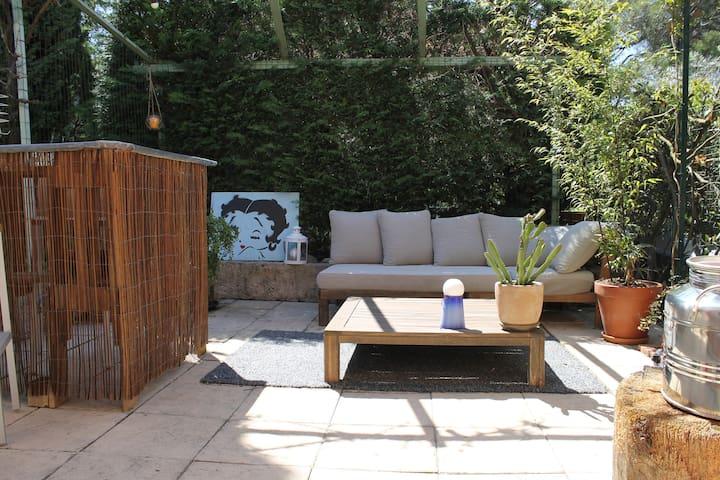 Charmante maisonnette avec jardin proche d'Aix - Venelles - Huis