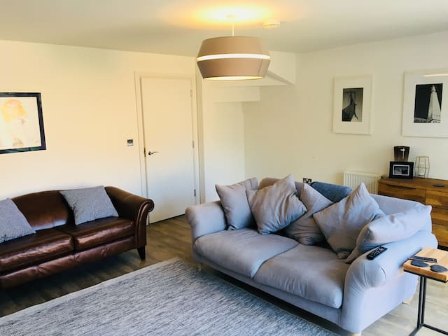 Immaculate townhouse (sleep 6-8) Nr Henley/Windsor