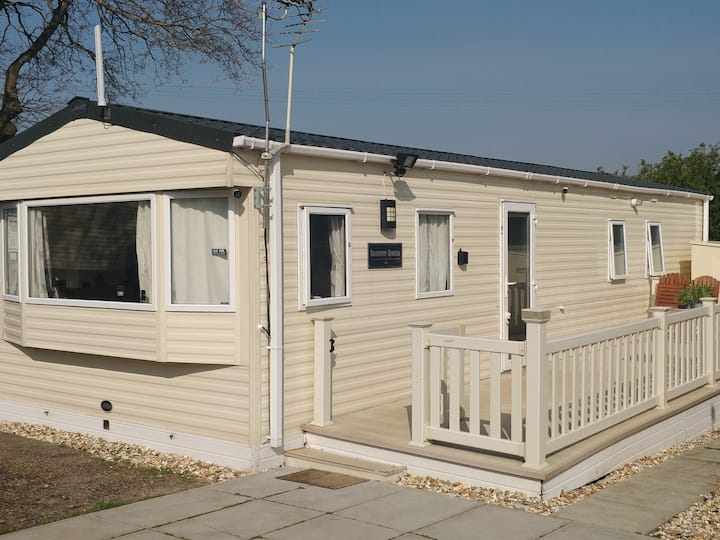 2 Bedroom Holiday Home, sleeps 5, Free parking.