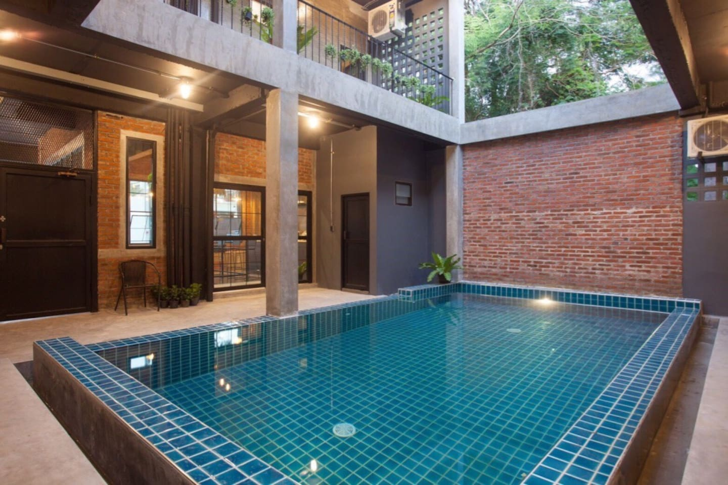 Shared swimming pool on 1st floor