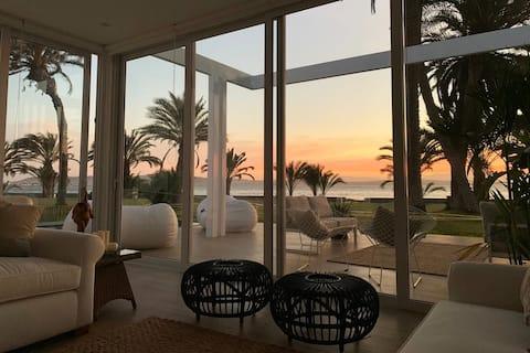 Nyt LUKSURIØST hus ved stranden med pool i Paracas