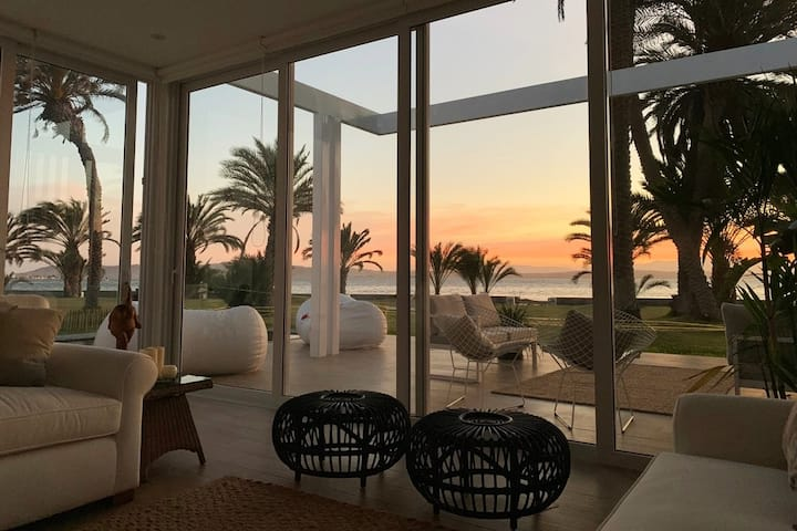 New LUXURY Beachfront House w/ pool in Paracas