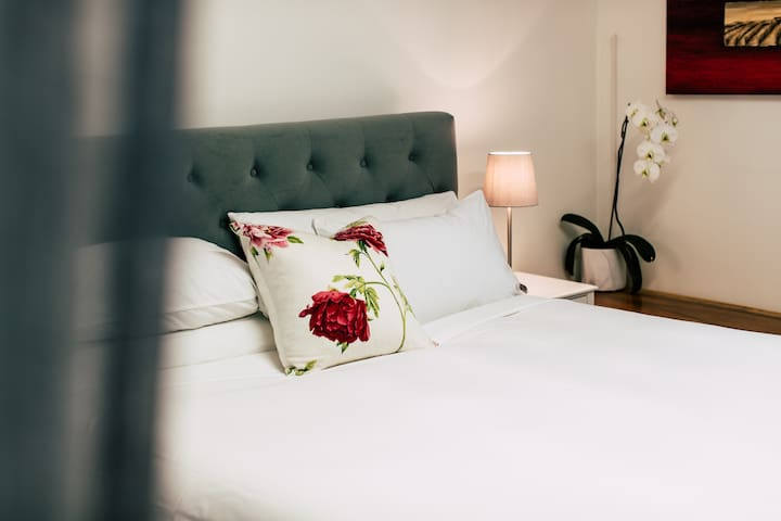Nine out of ten guests comment on the luxurious linens and the comfortable bed