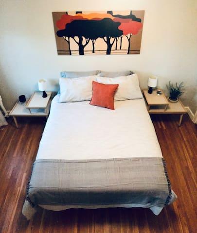 Bedroom  Queen Bed / Closet