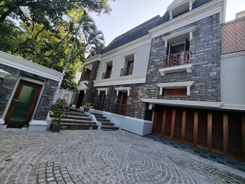Elegant House in Pondok Indah next to RSPI