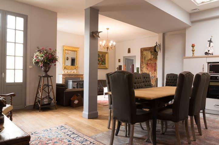 Large refurbished appartement in old town