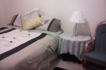 DOUBLE BED ROOM CLOSETCITY/SCHOOLS/UNIS/TRAN/SHOPS - Woodville South