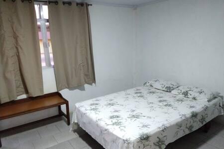 Suite, chuveiro quente,1 cama de casal e 1 beliche