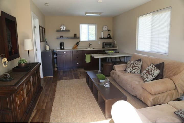 THE CHARMING GUEST Suite in Chula Vista
