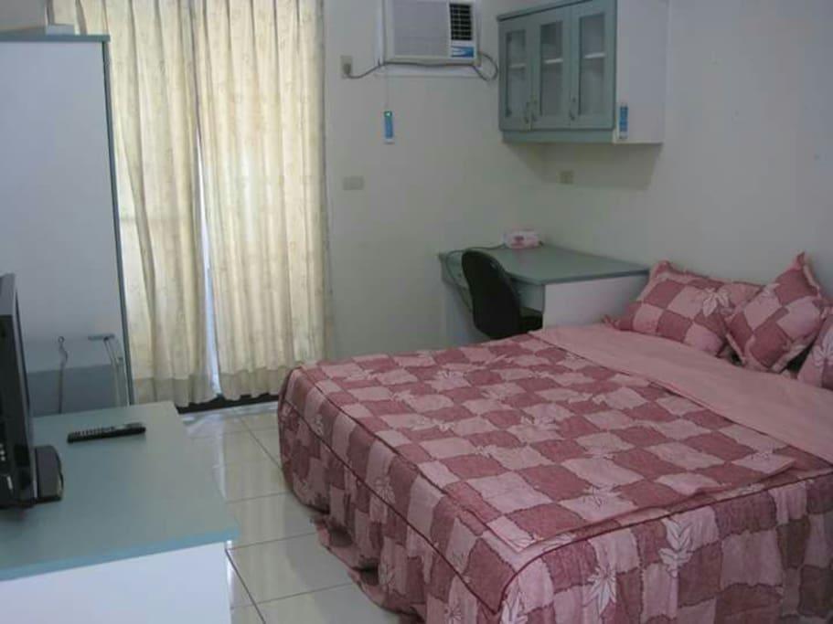 簡約套房為加大型雙人床