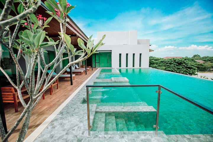 Grand Superior King Bed Room 1@Cavalli Casa Resort