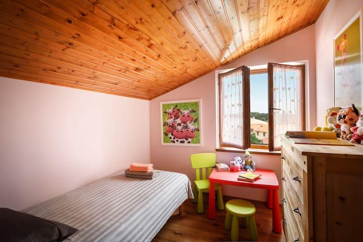 Single bedroom (90X200cm bed)