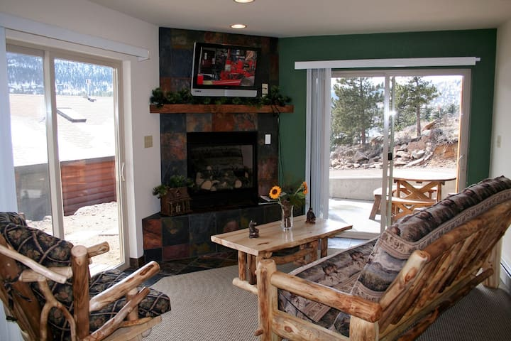 Continental Divide Suite- cozy one bedroom with amazing view from patio