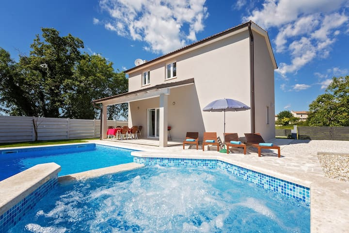 New Villa Nika Muntrilj with Pool and whirlpool