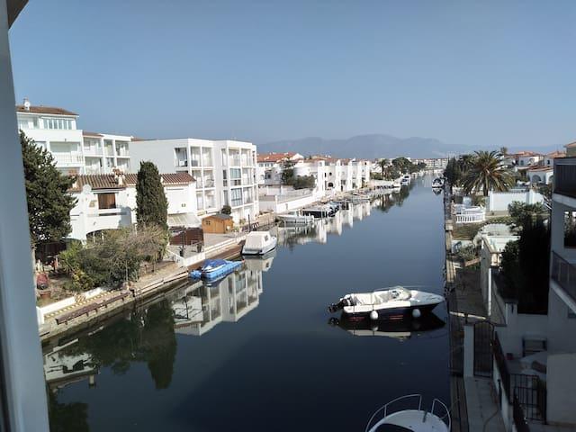 Appartement avec vue directe sur la marina