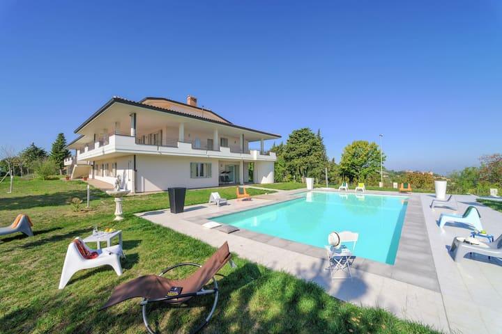 Spacious Villa in Tavullia with Private Swimming Pool