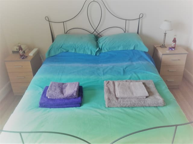 Bright Double En Suite Room in Leith, Edinburgh