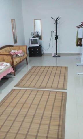 D Irsyad homestay - Klang - Casa