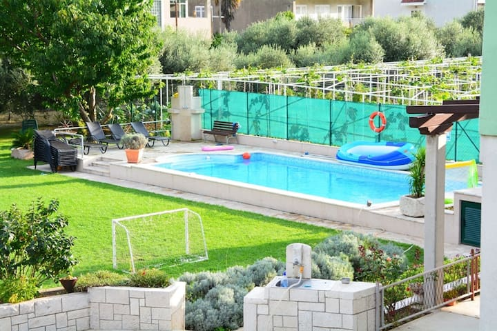 Cozy Villa in Ploce with Shared Pool