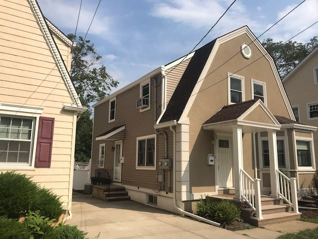 Private Quiet 2bd Work Friendly near EWR and NYC