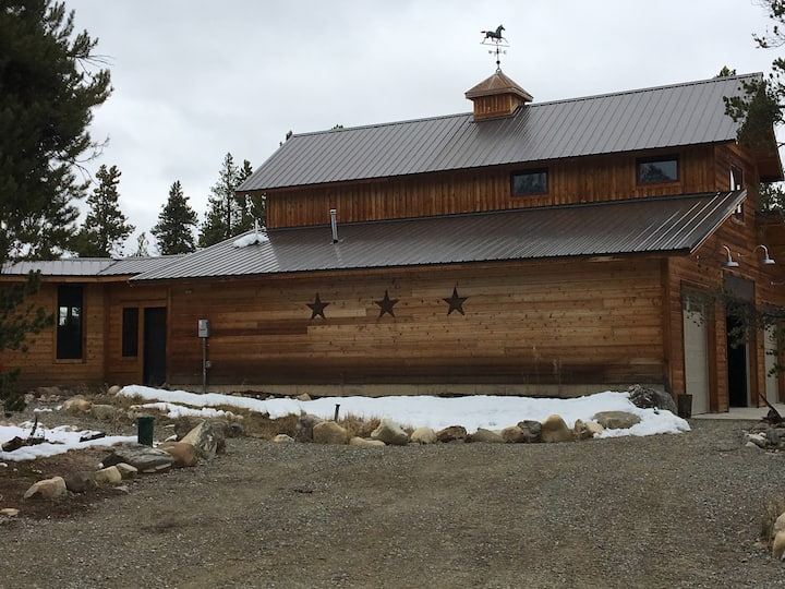 Lionhead Ranch Bunkhouse - Cozy Mountain Retreat