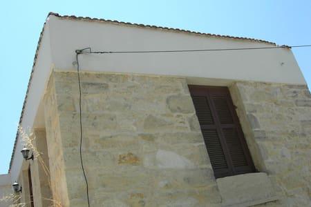 Rustic village house - Agies Paraskies - Huis