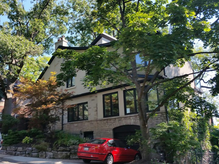 Luxe High Park Treehouse 4 bedroom/4bath w/parking