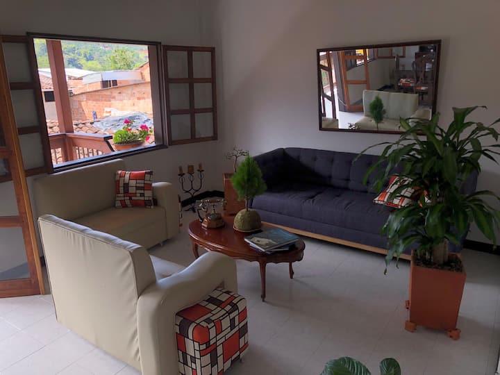 Cómoda y tradicional casa jardineña. Cuarto  3