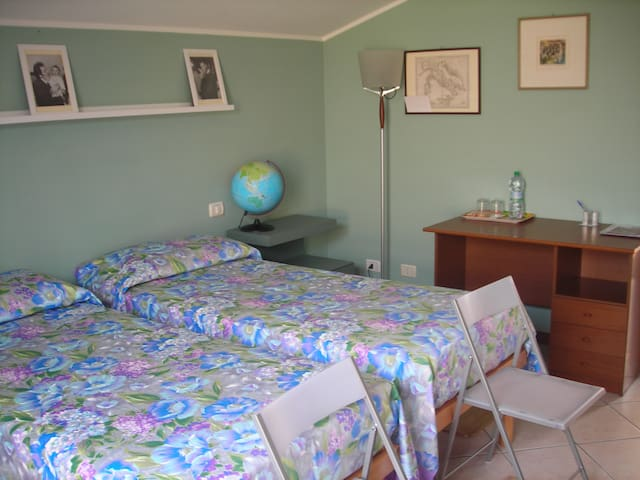 SINGLE ROOM WITH PRIVATE BATHROOM - Stezzano - Apartemen