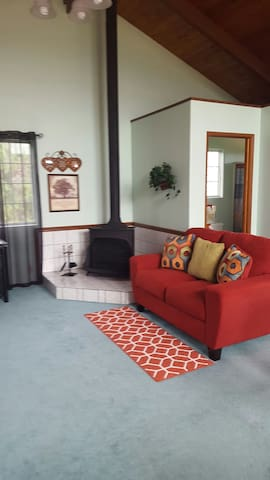 S Sitting area with a Franklin fireplace