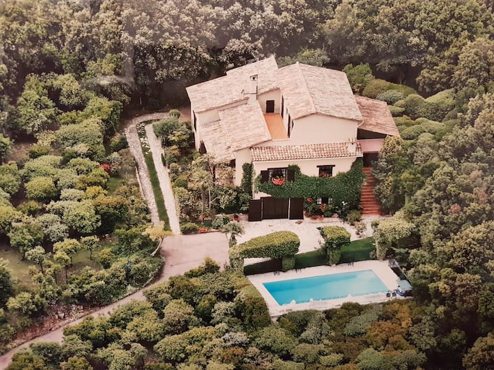 20 minutes from Cannes, villa with stunning views