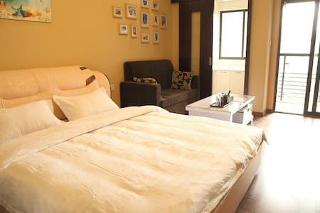 成都闲暇时光短租公寓,位于春熙路、太古里、IFS商业圈;3号和4号线地铁口;房间宽敞明亮、干净、卫生 - Chengdu