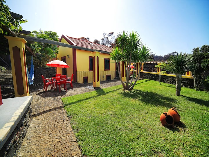 Studio in Ponta do Pargo, with wonderful sea view, furnished garden and WiFi - 20 km from the beach