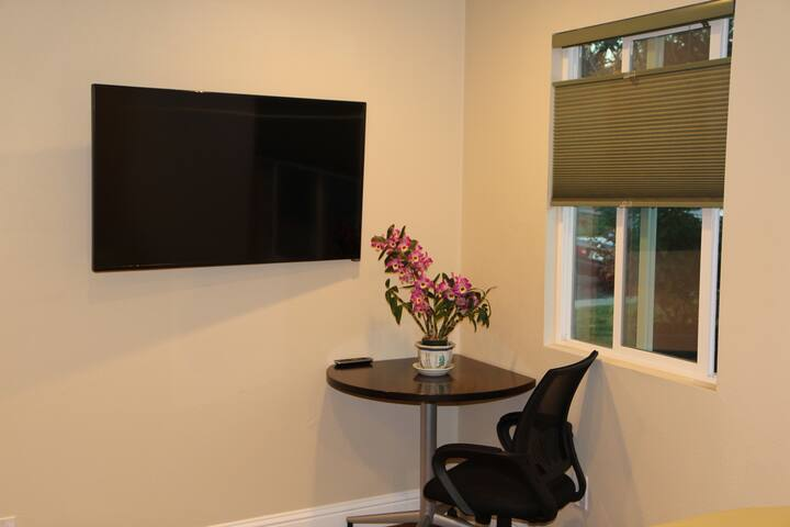Studio w/ own bath, priv entrance, Walk to Nvidia! - Santa Clara - House