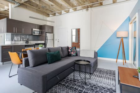 Live the Life!!!  DTLA 2 bdrm loft - ROOFTOP POOL!