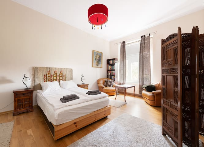 Luxury Spacious in the Heart of Jewish Quarter!